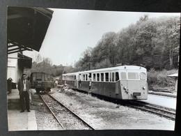 Photographie Originale De J.BAZIN :Réseau Breton : LIGNE De CHATEAULIN à CARHAIX : En Gare De PORT -de -CARHAIX En 1965 - Treinen