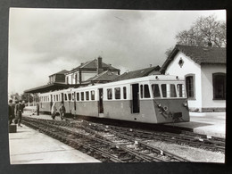 Photographie Originale De J.BAZIN :Réseau Breton : LIGNE De CHATEAULIN à CARHAIX : Gare De CARHAIX En 1965 - Treinen