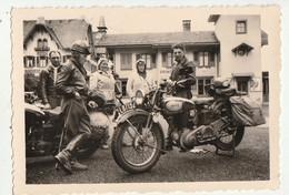 Moto Devant Station De Grindelwald - Animé - Photo 6 X 9 Cm - Ciclismo