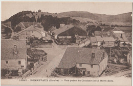 CPA  Bonnevaux  (25) La Petite Bourgade Vue Du Clocher Avec Ses Grosses Maisons Franc-comtoises  CLB 13942 - Sonstige Gemeinden