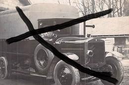Photo Camion Et Chauffeur Société Coopérative De Débitants De Boisson Cours Carnot Elbeuf Immatriculation 76 - Automobili