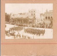 Photo 8x11 Collée Sur Carton - Auxerre - Revue Du 14 Juillet 1904 - Le Défilé - Oorlog, Militair
