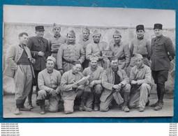 "CPA - Carte Photo MILITARIA Groupe De 14 Soldats "" RESERVISTES 2 AU JUS MAILLY"" - War 1939-45"