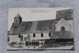 Valence En Brie, L'église Et Un Coin Du Lavoir, Seine Et Marne 77 - Other Municipalities