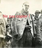 PHOTO ALLEMANDE KB IR 14  PRISONNIERS FRANCAIS A HATTONCHATEL PRES DE HEUDICOURT SOUS LES COTES MEUSE GUERRE 1914 - 1918 - 1914-18