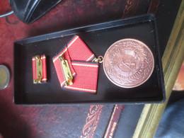 RDA-DDR Medaille Für Für Hervorragende Verdienste Nationale Volksarmee In Bronze - Germany