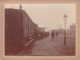 (24)    Photo (12 X 9 Cms)  Gare Embarquement Dans Un Train !! - Foto