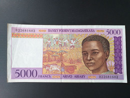 MADAGASCAR 5000 FRANCS 1995 - Madagascar