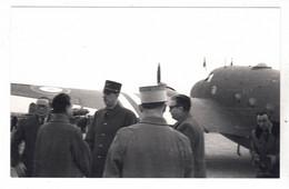 PHOTO  AVION  AVIATION LODESTAR AVEC GENERAL DE GAULLE - Aviation