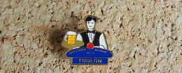 Pin's ALCOOL BIERE - Brasserie De LA MARINE TOULON - Bachi - Peint Cloisonné - Fabricant Inconnu - Beverages