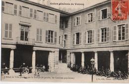 Voiron- Greve Generale- Hotel De Ville Protege Par La Troupe- Cantines Populaires - Voiron