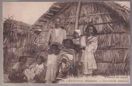 CPA Coloniale - Madagascar - Majunga - Mahabibo - Une Famille Sakalava - Circulée - Madagascar
