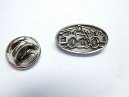 Beau Pin's Pins En Relief , BTP , Bâtiment Travaux Publics Et Routiers , Chargeur , Pelleteuse , Tractopelle - Other