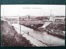 02 , Vend'huile ,le Pont Du Canal Et Ses Péniches - Other Municipalities
