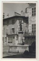 01 - Seyssel - Fontaine Et Cadran Solaire Place De La République Ou Du Marché - Seyssel