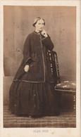 Photo CDV N° 242 - Femme Robe - Photographe PENE Tarbes - Ancianas (antes De 1900)
