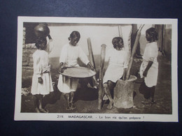 Carte Postale - Madagascar - Le Bon Riz Qu'on Prépare (4010) - Madagascar
