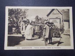 Carte Postale - Madagascar - Femme Andriana (noble) En Filandzane (4011) - Madagascar