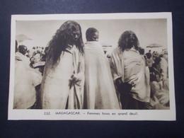 Carte Postale - Madagascar - Femmes Hova En Grand Deuil (4012) - Madagascar