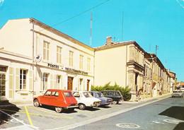 16 Baignes Sainte Radegonde La Poste Et La Rue Principale Avec Automobiles Citroën 2CV Peugeot Et Autres (carte Voyagée) - Altri Comuni