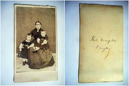 PHOTO CDV MERE ET SES DEUX ENFANTS MODE   Cabinet Photo Cosmopolite A CINKIY ? - Old (before 1900)