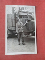 RPPC German WW 2 Soldier By Truck   Crease >    Ref 5044 - Materiale
