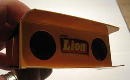 LION Nestlé. Paire De Jumelles Publicitaires Pliable En Carton. - Chocolat