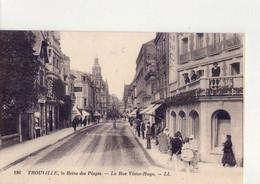 CPA - 14 -108  - TROUVILLE - LA REINE DES PLAGES - LA RUE VICTOR HUGO - - Trouville