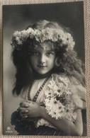 Enfant Fillette Couronne De Fleurs Bouquet De Fleurs Collier - Cartoline Umoristiche