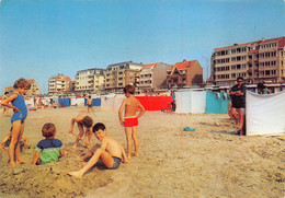 De Haan  Groeten Uit De Haan Strand , Put Graven In Het Zand    M 7402 - De Haan