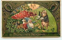 N°18146 - Carte Gaufrée - Fröhliches Neujahr - Cochon Apportent Une Coupe De Champagne à Un Lutin - Champignon - New Year