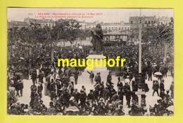 34 HÉRAULT / BÉZIERS / MANIFESTATIONS VITICOLES DU 12 MAI 1907 - LA PLACE DE LA CTADELLE PENDANT LE DISCOURS / ANIMÉE - Beziers