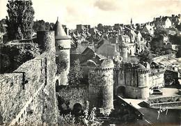 35 - Fougères - Le Château , Porte Notre-Dame Et La Ville Haute - Mention Photographie Véritable - CPSM Grand Format - C - Fougeres