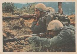Cartolina In Franchigia Non Viaggiata - Forze Armate - Due Fanti Alla Mira. - Guerre 1939-45