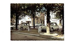 Cpm - 17 - Gémozac - PLACE ALBERT MOSSION Hotel Du Lion D'Or - Voiture 4L RENAULT - DS CITROEN - Magasin DOC - Other Municipalities