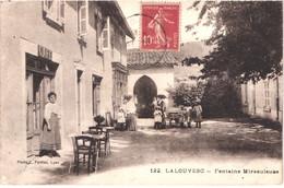 FR07 LA LOUVESC - Fontaine Miraculeuse - Café - Animée - Belle - La Louvesc