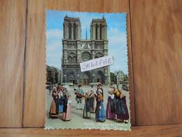 """PARIS - NOTRE DAME - GROUPE FOLKLORIQUE """"LES PASTOURIAUX DU BERRY"""" 69 BOULEVARD BEAUSEJOUR XVI° - VIELLE A ROUE - Notre Dame De Paris"""