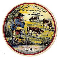 Etiquette De CAMEMBERT   Du Petit Pâtre Fabriqué En NORMANDIE  Neuve - Cheese