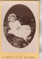Photo Format CABINET N° 441 - Enfant Bébé Robe - Photographe GRANGE Bayonne Basses Pyrénées - Antiche (ante 1900)