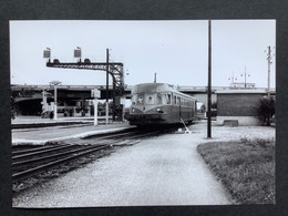 Photographie Originale De J.BAZIN :C.F.secondaires Du Nord-Est : Ligne HAM- St Quentin -Guise Gare De ST QUENTIN En 1952 - Treni
