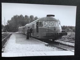 Photographie Originale De J.BAZIN :C.F.secondaires Du Nord-Est : Ligne HAM : En Gare De MEZIERES Sur Oise 1955 - Trains