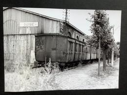 Photographie Originale De J.BAZIN: CF  Secondaires Du NORD- EST : Ligne HAM- ST QUENTIN - GUISE : Dépôt De GUISE En 1952 - Trains