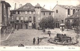 FR12 MILLAU - ND 380 - Place De L'hôtel De Ville - Animée - Belle - Millau