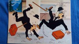 CPSM  BD BANDE DESSINEE TINTIN  ET LE LAC AUX REQUINS YVON ARRIVEE DES DUPONT DUPOND A L AEROPORT - Comics