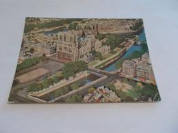 PARIS 75  NOTRE DAME  ET SON PARVIS  VUE GENERALE AERIENNE 1962 - Notre Dame De Paris