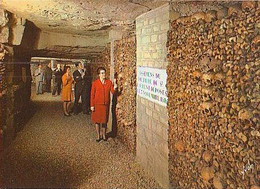 PARIS        H962      Les Catacombes De Paris.Une Dalerie Dans L'ossuaire - Otros