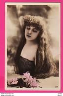 CPA (Réf: Z 3546)  (SPECTACLE CABARETS) Photo REUTLINGER Artiste Femme ROBINNE - Cabaret
