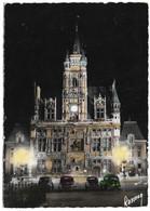 60 Compiègne Vue Nocturne De L'Hotel De Ville Avec Automobiles (carte Vierge) - Compiegne