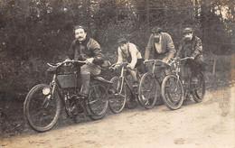 Thème:   Motocyclette  Scooter :   Une Motocyclette Et Cyclistes  Carte Photo. Vasselier Nantes 44       (voir Scan) - Altri
