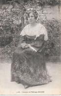 A/ 298             56      L'ile Aux  Moines          -     Jeune Femme En Costume De L'ile - Ile Aux Moines